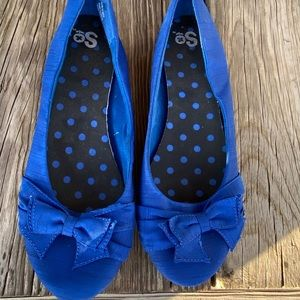 Blue bow tie flats